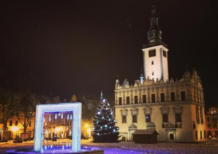 Renesansowy Ratusz w Chełmnie zimą