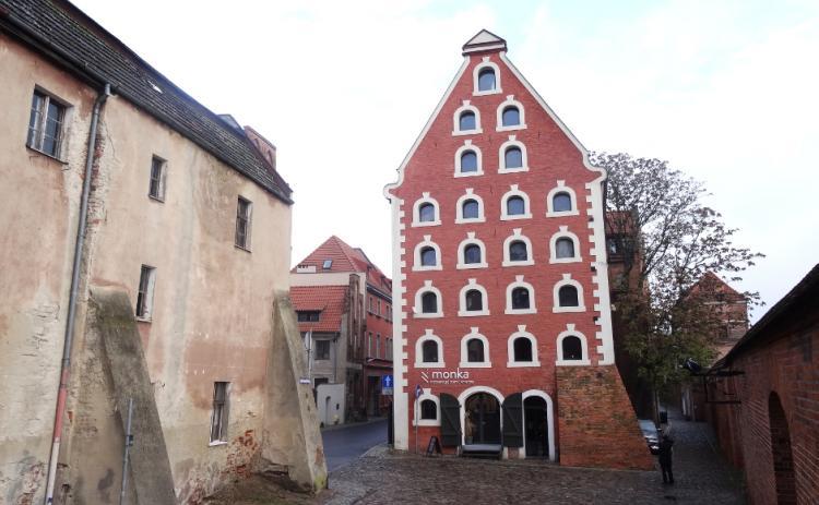 The Renaissance granary